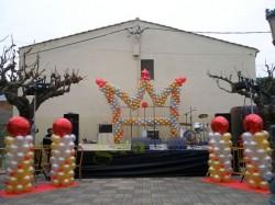 Decoración escenario de Reyes con figuras de globos