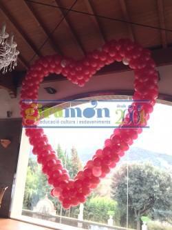 corazon gigante realizado con globos