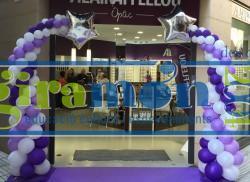 Columnas de globos para decoración de tiendas y comercios.