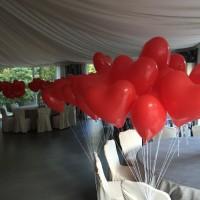 suelta de globos helio corazón