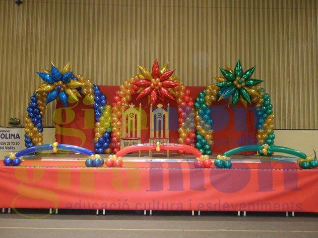 Columnas y arcos de globos con grandes detalles para for Decoracion para reyes