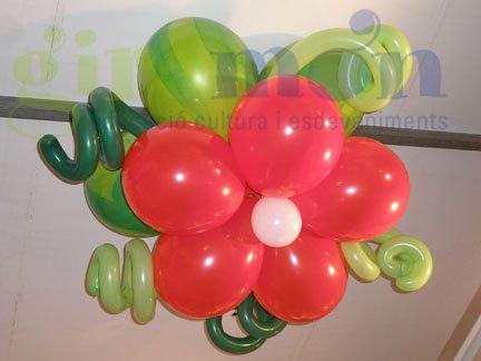 grandes flores hechas con globos para decorar