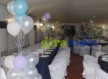 Decoraci n en un restaurante de sant cugat para una for Arreglos con globos para boda en jardin