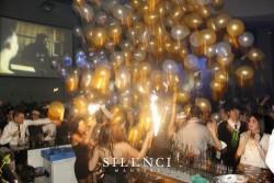 Lluvia / Caída de globos en la Sala Silenci