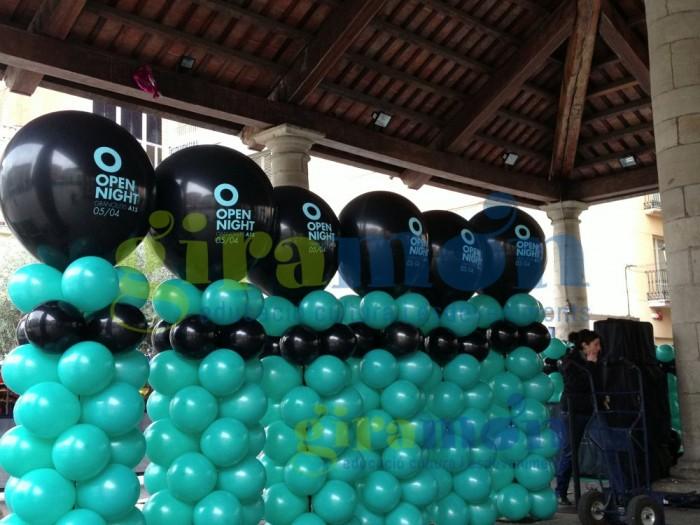 Columna de globos con globo gigante personalizado para evento Open Night de Granollers