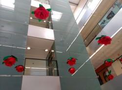 decoración de sant jordi para oficinas