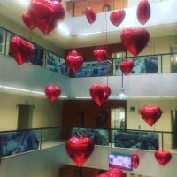 Decoración de globos corazón de foil.