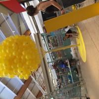 Escultura globos en centro comercial