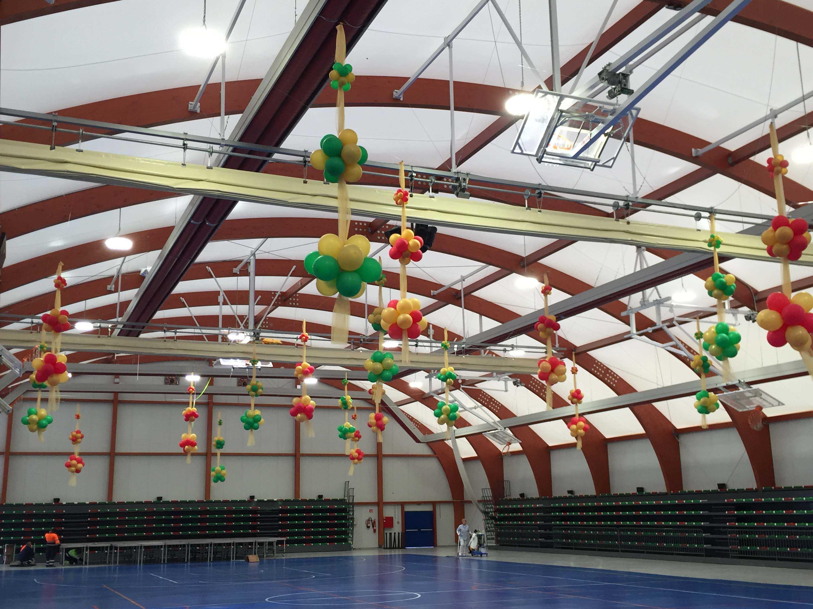 Decoración tul y globos grandes espacios o Navidad