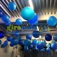 globos grandes colgados techo