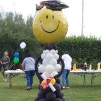 Graduado hecho con globos. Figura con globos.