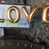 LOVE con globos letra y pesos