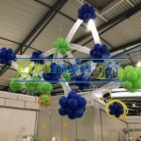 Molécula hecha con globos