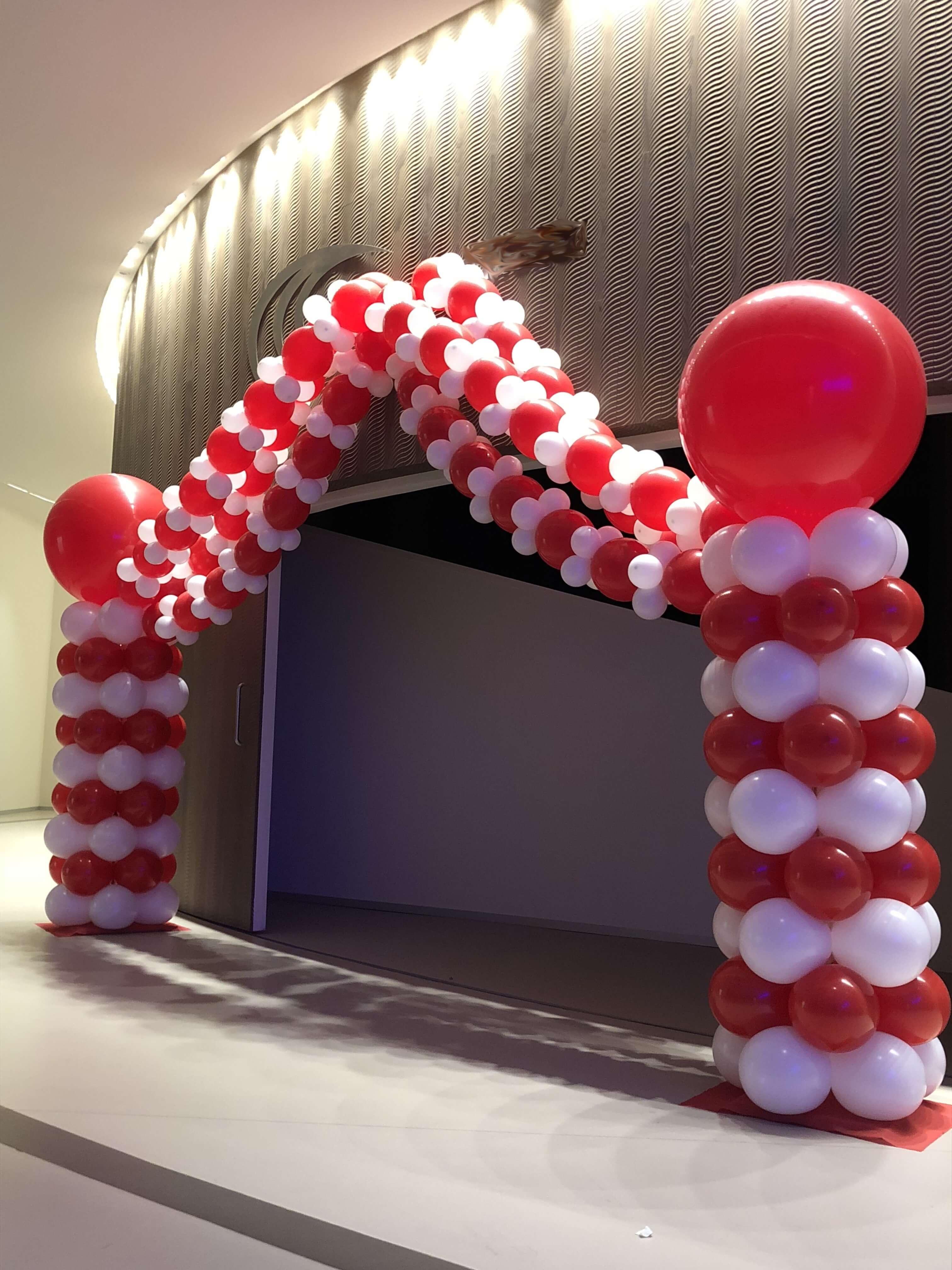 Arco de globos entrada tipo carpa de circo