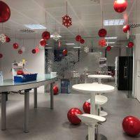 Decoración con globos oficina navidad