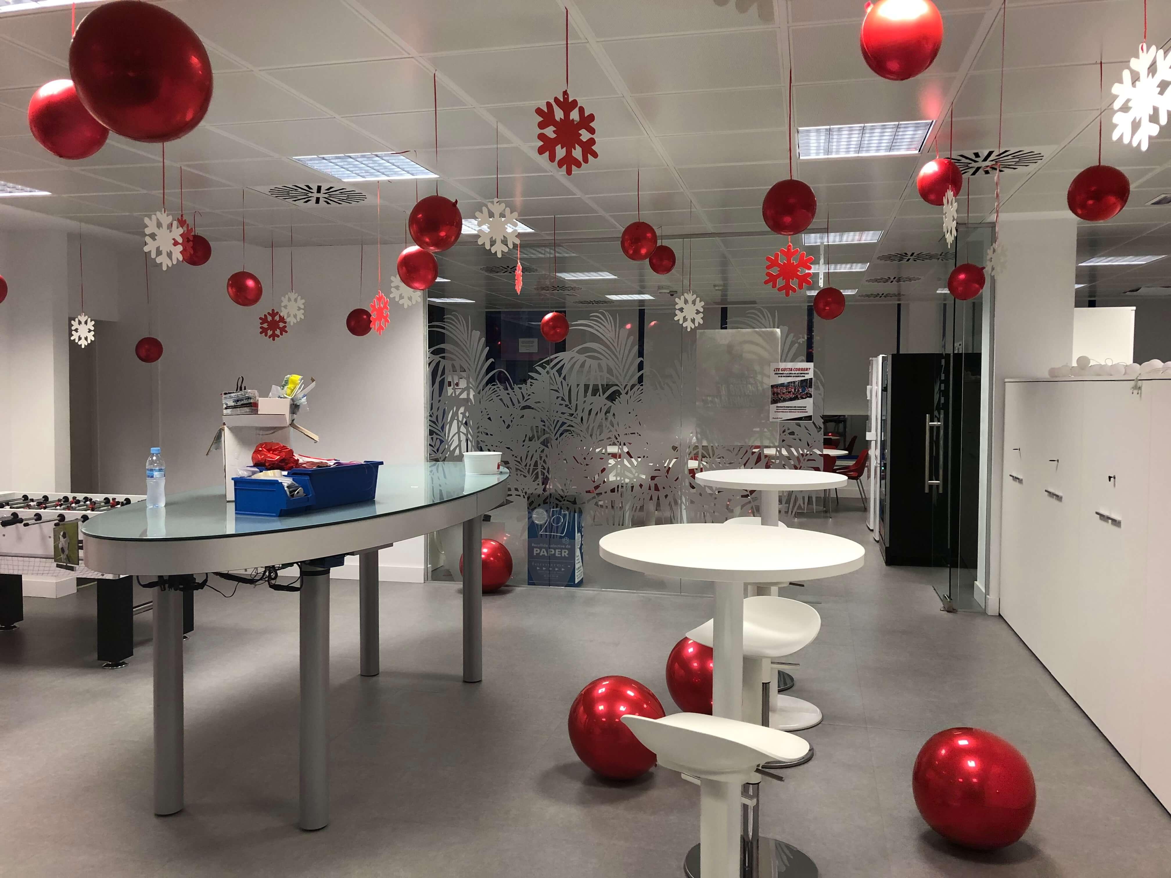 Decoraci n con globos oficina navidad giram n giram n - Decoracion de navidad para oficina ...
