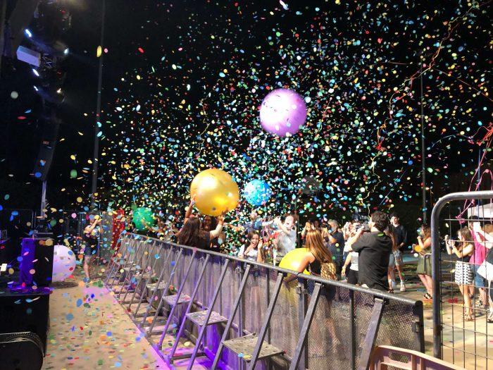 efectos de confeti y globo gigante para conciertos
