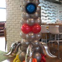 cohete hecho con globos
