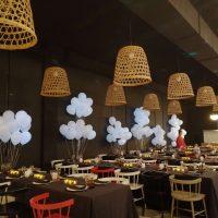 decoración con globo de helio restaurante
