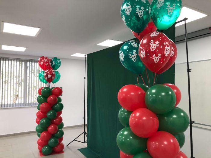 Columna de globos de navidad