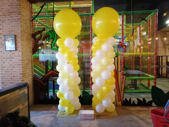 columna de globos en parques infantiles