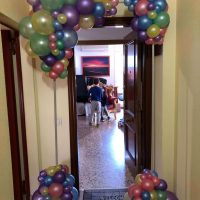 Marco de puerta con globos orgánico