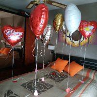 globos foil forma corazon cama