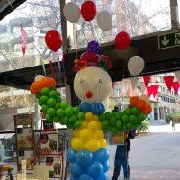 figura payaso con globos