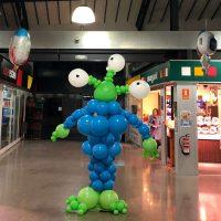 figura extraterrestre realizada con globos