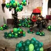 Bosque i Tió hecho con globos