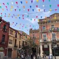 Decoracion con banderolas en la calle