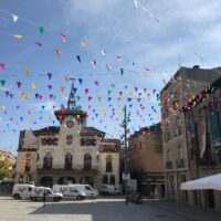 Decoración de banderolas en la calle