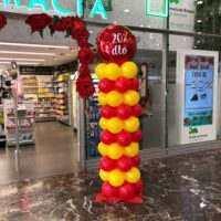 columna con globos para publicidad