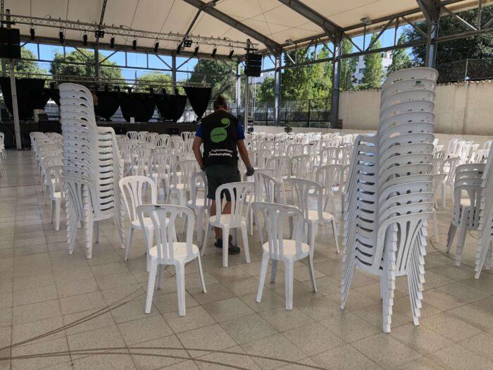colocación de sillas para conciertos
